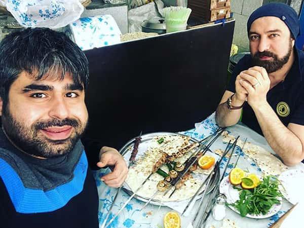 عکس امیر نوری در جگرکی , امیر نوری در حال خوردن جگر و قارچ کبابی