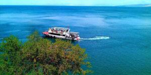 دریاچه وان و قلعه وان از جاذبه های دیدنی در شهر وان